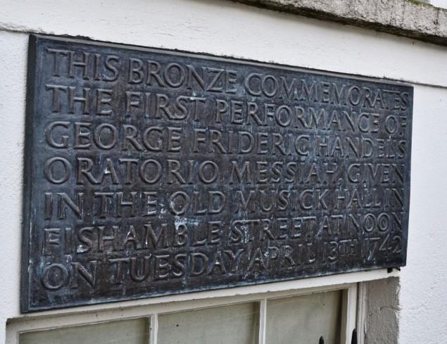 Erinnerungstafel am Gebäude von Kennan & Sons in der Fishamble Street
