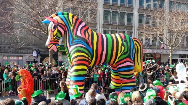 Buntes Zebra auf der Patrick´s Parade Dublin
