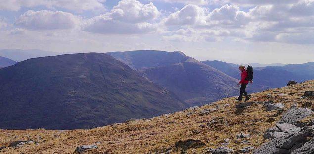 Geborgen in den irischen Bergen