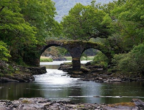 Stille Orte Irlands: Die Old Weir Bridge